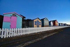 Chozas inglesas tradicionales de la playa Fotografía de archivo