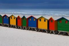 Chozas pintadas brillantes de la playa Imágenes de archivo libres de regalías