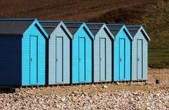 Chozas uniformadas de la playa Fotografía de archivo libre de regalías