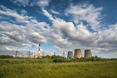 CHP toren op bewegende wolken als achtergrond Royalty-vrije Stock Afbeelding