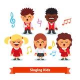 Chór dzieciaków śpiewać sztuki chłopiec klamerki dziewczyny Fotografia Royalty Free