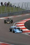 Chris Amon och bilar för Ronnie Peterson formel en Arkivfoton