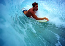 Chris Gagnon Bodyboarding in Hawaï stock afbeelding