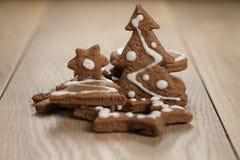 Chrismas chokladkakor på ektabellen Royaltyfria Bilder