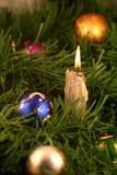 Chrismas Dekoration und Kerze Lizenzfreies Stockfoto