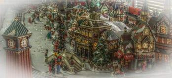 Chrismas Town e trem modelo Fotografia de Stock Royalty Free