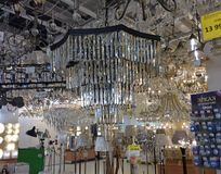 Christal-Leuchter im Hauptbeleuchtungsshop Stockbild