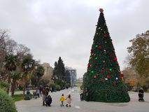 Christamas/nya år garnering i Baku, Azerbajdzjan royaltyfri foto