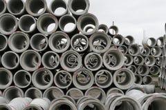 CHRISTCHURCH, ΝΕΑ ΖΗΛΑΝΔΊΑ - 11 ΜΑΐΟΥ 2012: Συγκεκριμένοι στρογγυλοί σωλήνες που συσσωρεύονται Στοκ Εικόνα