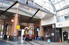 CHRISTCHURCH - DEC 04 2015: System för Christchurch spårvägspårvagn Spårvägen fungerar efter 1882 och blir en av Arkivbild
