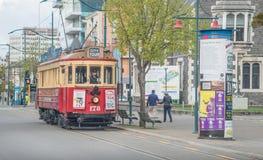 Christchurch, Nueva Zelanda - October-01-2017: La tranv?a cl?sica ic?nica en la calle de Worcester de Christchurch, Nueva Zelanda foto de archivo
