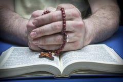 Christelijk gelovige die aan God bidden Royalty-vrije Stock Fotografie