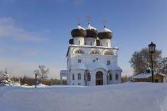 Christelijk klooster in de winter zonnige dag Stock Foto's