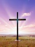 Christelijk kruis bij zonsondergang of zonsopgang Stock Foto