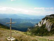 Christelijk kruis op berg Royalty-vrije Stock Afbeelding