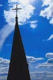 Christelijk kruis op een achtergrond van blauwe hemel Royalty-vrije Stock Afbeelding