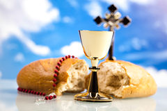 Christelijke heilige kerkgemeenschap, heldere achtergrond, verzadigd concept Stock Afbeelding