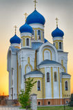 Christelijke kerk met blauwe koepels en gouden Royalty-vrije Stock Foto's
