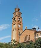 Christelijke kerk in stadscentrum op een zonnige Zondag ochtend stock fotografie