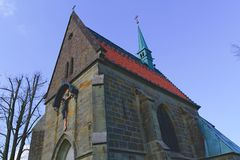 Christelijke kerkkirk Dorps Christelijke kerk met Jesus op het kruis Royalty-vrije Stock Foto