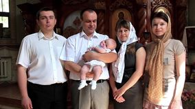 Christening mały dziecko w ortodoksyjnym kościół. Dziecięcy ochrzczenie zbiory