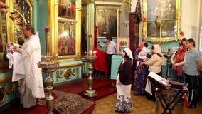 Christening mały dziecko w ortodoksyjnym kościół w Moskwa, Rosja zdjęcie wideo
