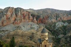 Christian Apostolic Church Noravank em Armênia no fundo das montanhas de Cáucaso foto de stock royalty free