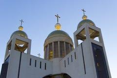 Christian Church con el fondo del cielo azul foto de archivo