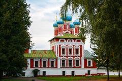 Christian Church en el bosque de la picea imagen de archivo