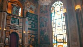 Christian Church, o ícone divino, o altar e o interior da religião video estoque