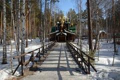 Christian Church ortodoxo ruso de madera de San Nicolás en el monasterio de Ganina Yama Fotos de archivo