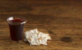 Christian Communion do vinho e do pão ázimo fotografia de stock