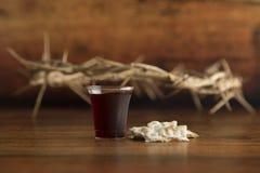 Christian Communion do vinho e do pão ázimo fotos de stock royalty free