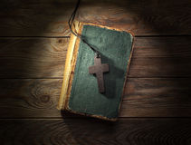 Christian cross on bible Stock Photography