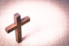 Christian Cross de madera santo Fotografía de archivo
