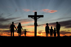 Christian Families Standing Before Cross de Jesus Imagem de Stock