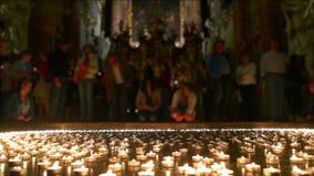Christian People Taking toutes les lumières allumées clips vidéos