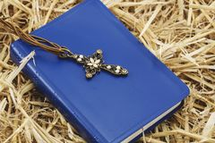 christiana krzyż Krzyż na książce Fotografia Stock