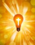 Christianisme en travers d'ampoule de religion   Images stock