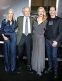 Christina Sandera, Clint Eastwood, Alison Eastwood e Stacy Poitras foto de stock