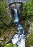 Christine bonita cai no Monte Rainier imagem de stock
