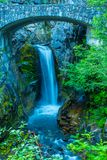 Christine Falls iconic vattenfall i monteringen Rainier National Park Arkivbild