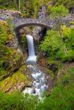 Christine Falls under bron i Mt Rainier National Park Arkivfoto