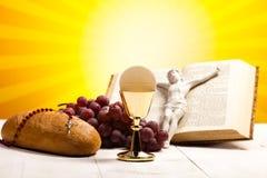 Christliche heilige Kommunion, heller Hintergrund, gesättigtes Konzept Lizenzfreies Stockfoto