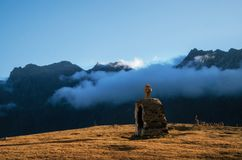 Christliches Kreuz auf Berg Lizenzfreie Stockbilder