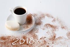 Christmal varmt kakao och kakaopulver med stjärnor på wihte Arkivfoton