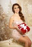 Christmans党,有礼物盒的寒假妇女 新年度 免版税库存照片