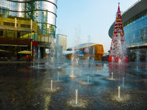 Christmans atmosfär i den finansiella mitten av Milan Royaltyfri Fotografi
