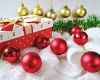 Free Christmas And New Year Tree Decorations Balls And Meshura Close Up Royalty Free Stock Images - 163527789