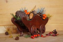 Christmas arrangement with berries and fir cones Royalty Free Stock Images
